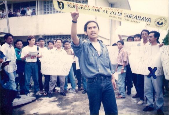 m-alfan-alfian-tanda-x-demonstrasi-di-kongres-hmi-surabaya-1995-02