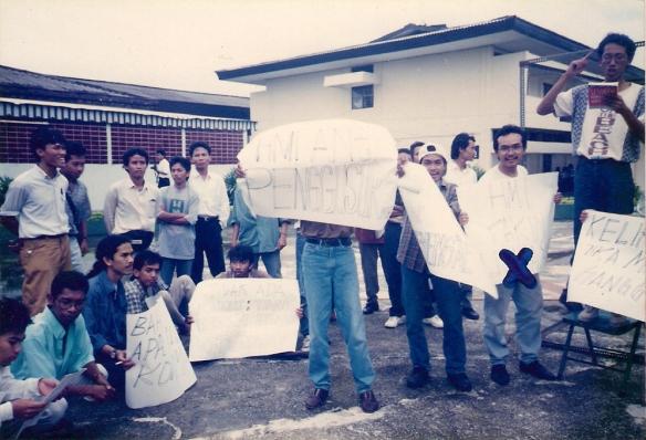 m-alfan-alfian-tanda-x-demonstrasi-di-kongres-hmi-surabaya-1995