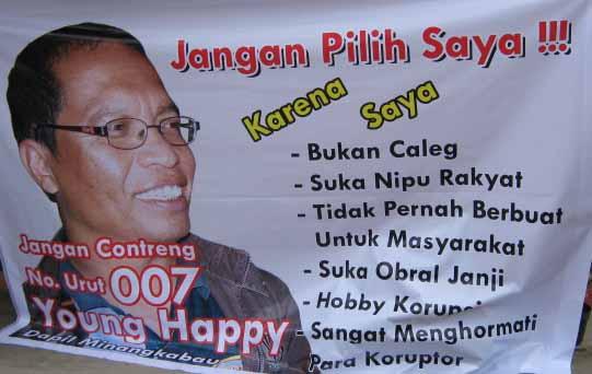 Jangan Pilih Saya Spanduk Pesan Moral Young Happy