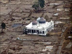 Pasca Tsunami Aceh 2004 credit foto: www.boston.com