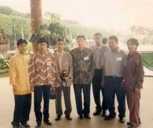 Anas Urbaningrum (tengah) di Acara Studi Nasional Mahasiswa Indonesia April 1998 (dok pribadi)