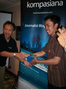 Doorprize Handphone Temu Blogger Kompasiana (dwiki dok files)