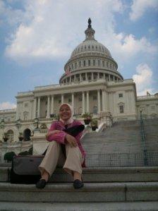 Nurul Hidayati Agustus 2008 di depan Gedung Capitol, Washington DC