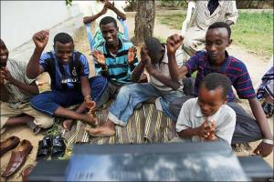 Obama Kutip Qur'an Fans di Mogadishu Somalia Gembira (http://news.bbc.co.uk)