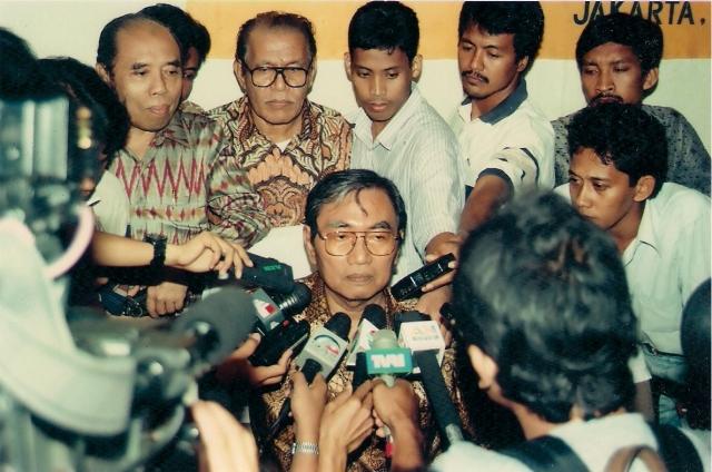 Nurcholish Madjid: Akrab Dengan Wartawan (dwiki dok)