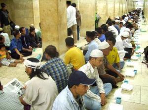 Buka Bersama Kaum Dhuafa di Masjid Istiqlal Jakarta (http://www.kabarindonesia.com)