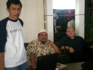 Peluncuran Buku Chappy Hakim dan Peserta Kopdar III Kompasiana 13 dari kiri Dwiki Setiyawan, Wijaya Kusumah dan Edy Taslim (dwiki dok)