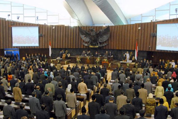 Suasana Rapat Paripurna Luar Biasa DPR-RI 3 Agustus 2009 (www.dpr.go.id)