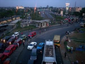 Senja di Persimpangan Pasar Rebo Jaktim (dwiki dok)