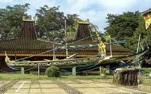 Anjungan Jawa Timur (http://www.tamanmini.com)