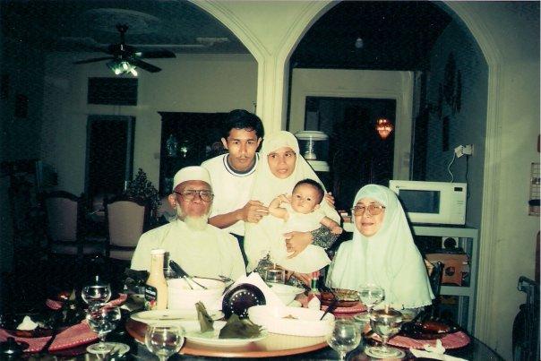 dari kiri dr Sugiat, Dwiki Setiyawan, Tri Endraningsih, Chiara Sabrina Ayurani dan Hanik Sugiat