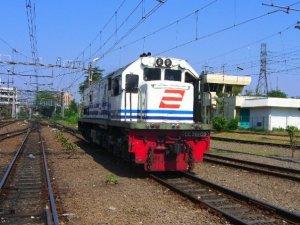 Lokomotif Kereta Api Argo Lawu (http://media.photobucket.com/image/lokomotif)