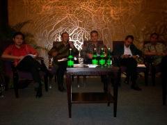 Menggugat Politik Kartel dari kiri Burhanuddin Muhtadi, Kuskridho Ambardi, Ganjar Pranowo, Syamsuddin Haris dan Dradjat Wibowo (dwiki file)
