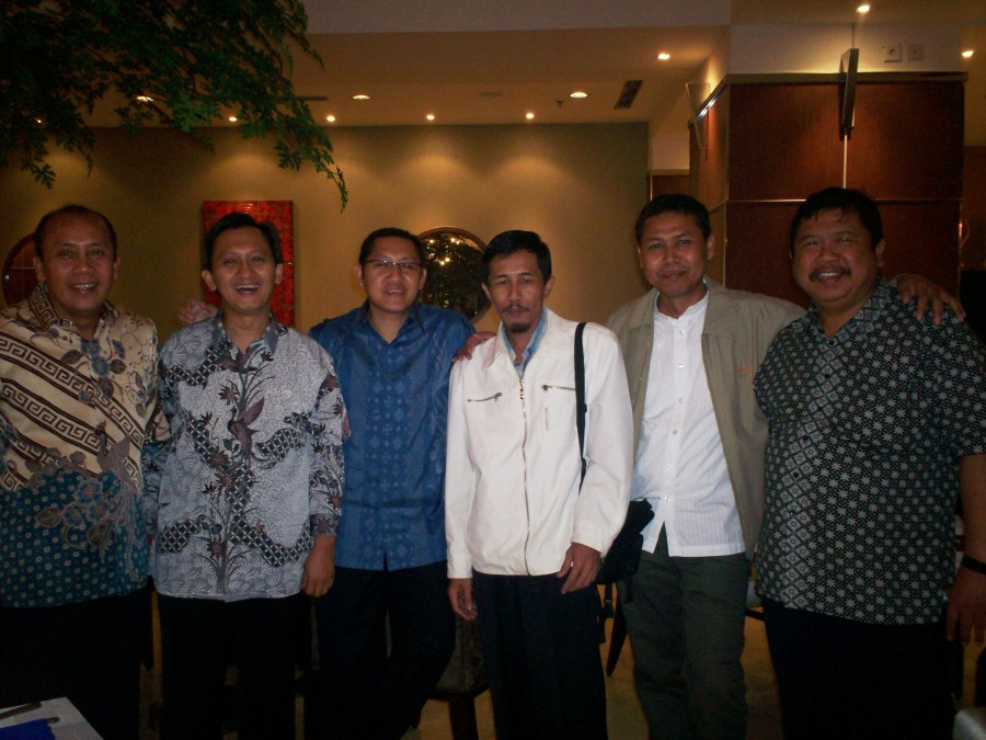 Munas KAHMI 2009 dari kiri Saan Mustopa, Muhammad Saad, Anas Urbaningrum, Dwiki Setiyawan, Joni Nur Ashari dan Fatah Yasin (dwiki file)