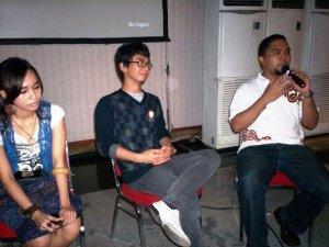 Pesta Blogger 2009 dari kiri Nova Riyanti Yusuf, Raditya Dika dan Enda Nasution (dwiki file)