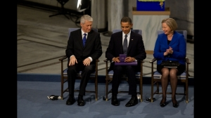 Barack Obama dan Hadiah Nobel Perdamaian Tahun 2009-2 (official white house photo by pete souza)