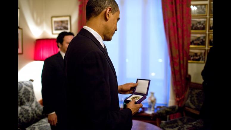 Barack Obama dan Hadiah Nobel Perdamaian Tahun 2009-6 (official white house photo by pete souza)