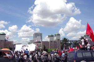 Demonstrasi Tuntaskan Skandal Bank Century (http://www.dpr.go.id)