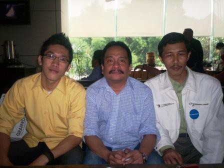 Numpang Narcis Pak Bud dari kiri Nurulloh, Budiman Hakim dan Dwiki Setiyawan (dwiki file)