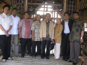 Silaturahmi PB IDI diwakili dr Zaenal dan dr Pras dengan PC IDI Klaten  (koleksi foto PC IDI Klaten)