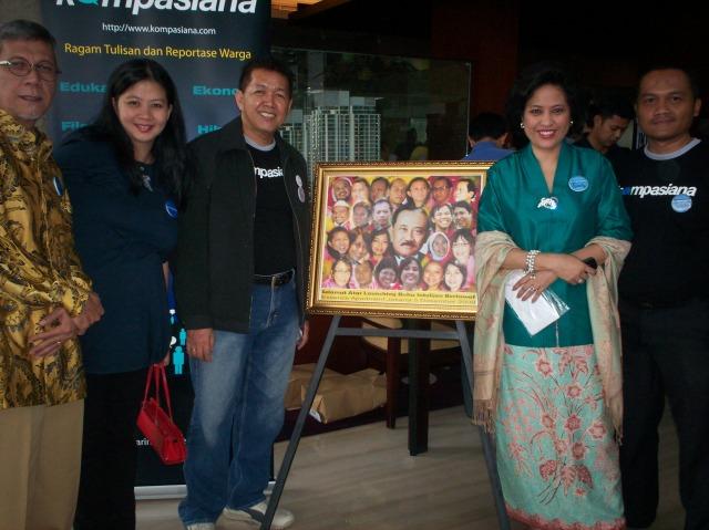 Peluncuran Buku Intelijen Bertawaf dari kiri Umar Hapsoro, Mariska Lubis, Honny, Linda Djalil, dan Syaifuddin Sayuti (dwiki file)