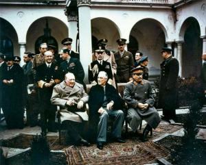 Konferensi Yalta: Churcill, Roosevelt dan Stalin (http://www.britannica.com)