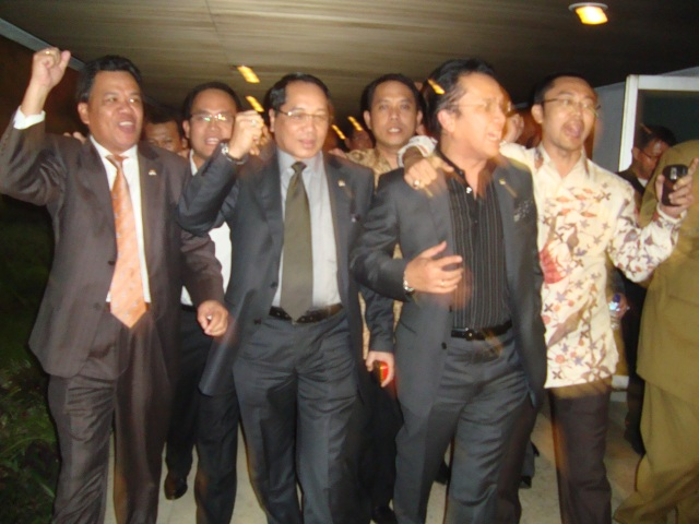 FPG DPR-RI Jelang Rapat Paripurna 3 Maret 2010 04 depan dari kiri Roem Kono, Firman Subagyo dan Tantowi Yahya (Dwikis)