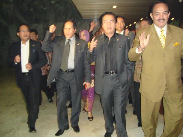 FPG DPR-RI Jelang Rapat Paripurna 3 Maret 2010 05 dari kanan Azwir Dainy Tara, Tantowi Yahya dan Firman Subagyo (Dwikis Dok)