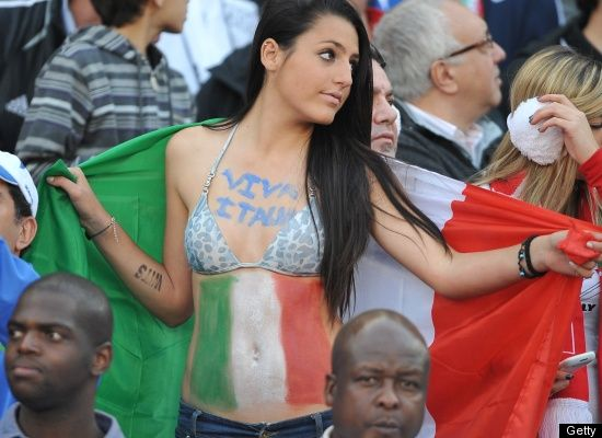 Suporter Cantik Sepak Bola Italia o1 (http://www.huffingtonpost.com)
