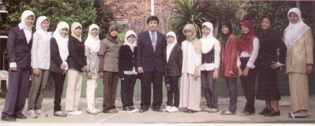 Galeri Foto Alumni SD Islam PB Soedirman Tahun 2010: Kelas VI F Putri