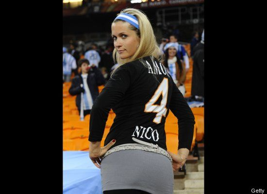 Suporter Cantik Sepak Bola Argentina (http://www.huffingtonpost.com)