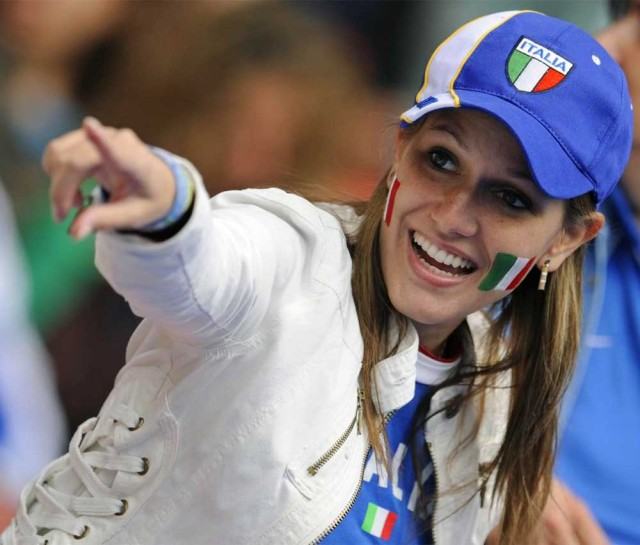 Suporter Cantik Sepak Bola Italia 03