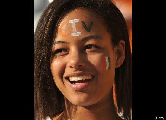 Suporter Cantik Sepak Bola Pantai Gading (http://www.huffingtonpost.com)