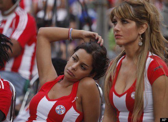 Suporter Cantik Sepak Bola Paraguay 02 (http://www.huffingtonpost.com)