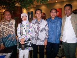 Munas KAHMI 2009 dari kiri Saan Mustopa, Lely Soebekty Saad, Muhammad Saad, Anas Urbaningrum dan Joni Nur Ashari (Foto: Dwikis)