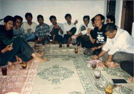 Diskusi Kelompok Studi Mangkubumen (KSM) Solo paling kanan Umar Husin (Foto: Dwikis)