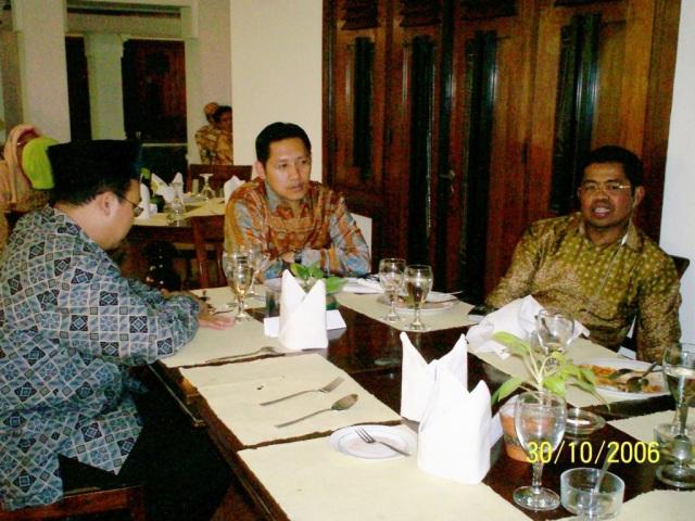 kiri ke kanan M Alfan Alfian, Anas Urbaningrum dan Idrus Marham (Foto: Dwikis)