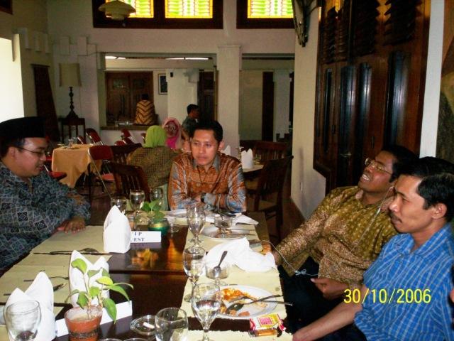 kiri ke kanan M Alfan Alfian, Anas Urbaningrum, Idrus Marham, dan Dwikis (Foto: Dwikis)