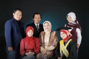 Ravik Karsidi dan Keluarga
