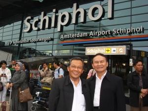 Ravik Karsidi di Bandara Schiphol Belanda