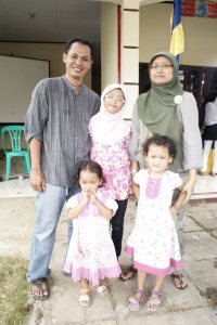 Susanto Kartubij bersama keluarga