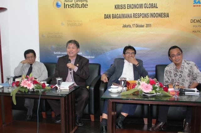 dari kiri ke kanan: Muliaaman D. Hadad, Hendrawan Supratikno, Iman Sugema dan Puji Wahyono