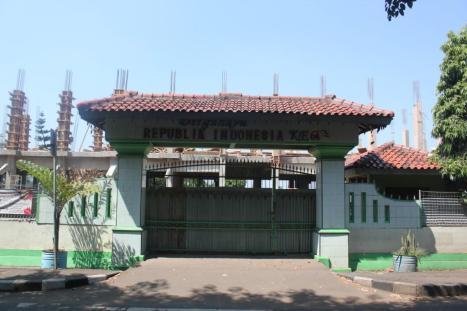Pintu Gerbang SMP Negeri 103 Jl. R.A. Fadillah Komplek Kopassus