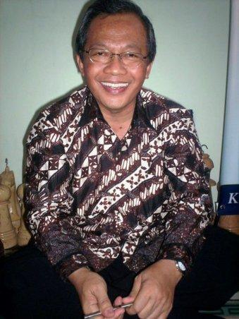 Prof Dr Ravik Karsidi MS