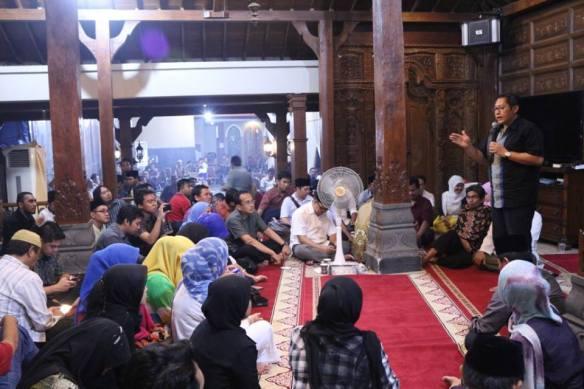 Anas Urbaningrum tengah Mengupas Topik Kekuatan Silaturahmi