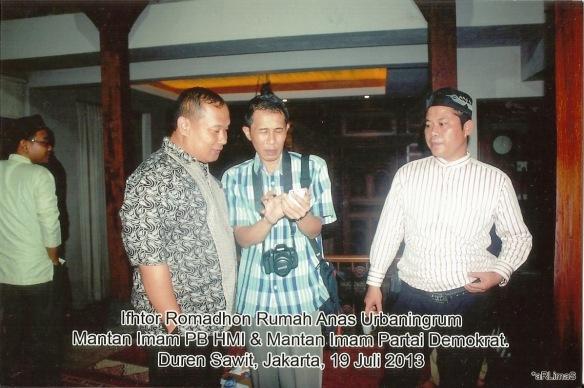 kiri ke kanan: Sidi Mawardi, Dwiki Setiyawan dan U Azis Muslim di Rumah Pergerakan