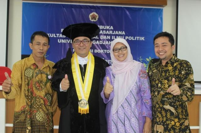 Dwiki Setiyawan, M Alfan Allfian, Alfiasih dan Udin Jahudin di Fisipol UGM Jogja