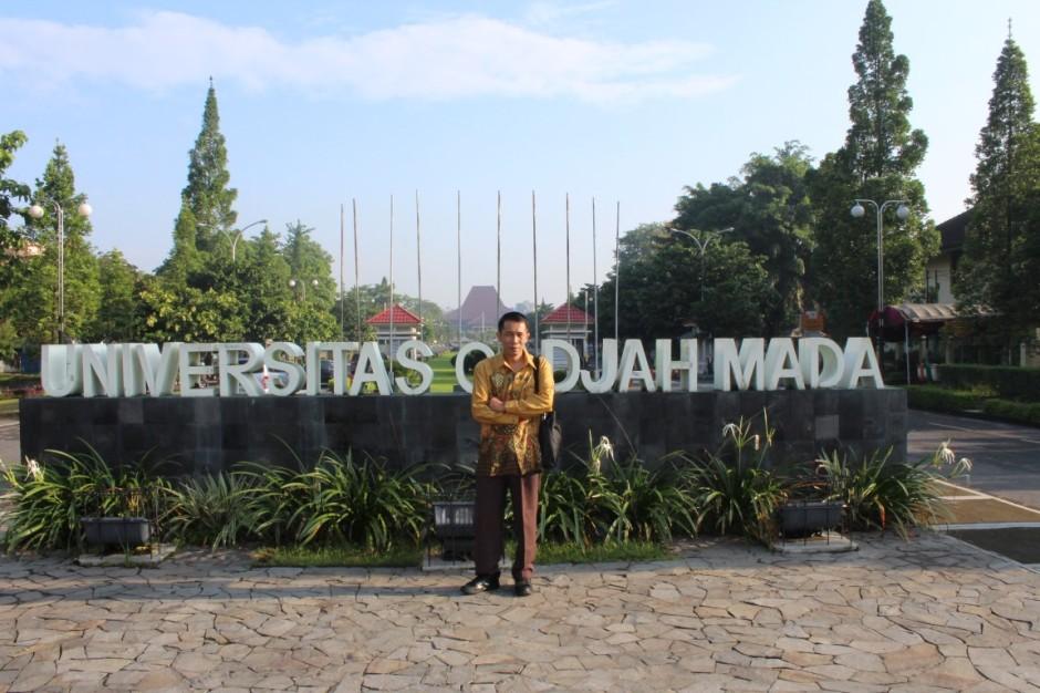 Gerbang Utama Kampus Universitas Gadjah Mada UGM Bulaksumur Jogja
